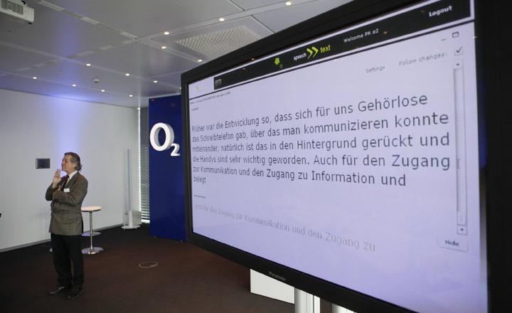 o2 setzt neues service konzept f r menschen mit h rbehinderung um telef nica deutschland. Black Bedroom Furniture Sets. Home Design Ideas